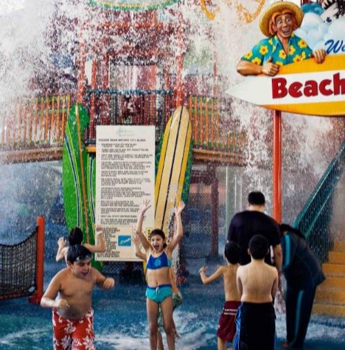ZoomTravels-travel-niagara-fallsview-waterpark-family
