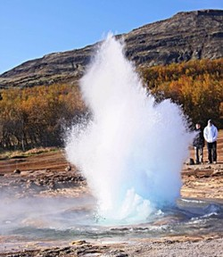 ZoomTravels-travel-iceland-geyser